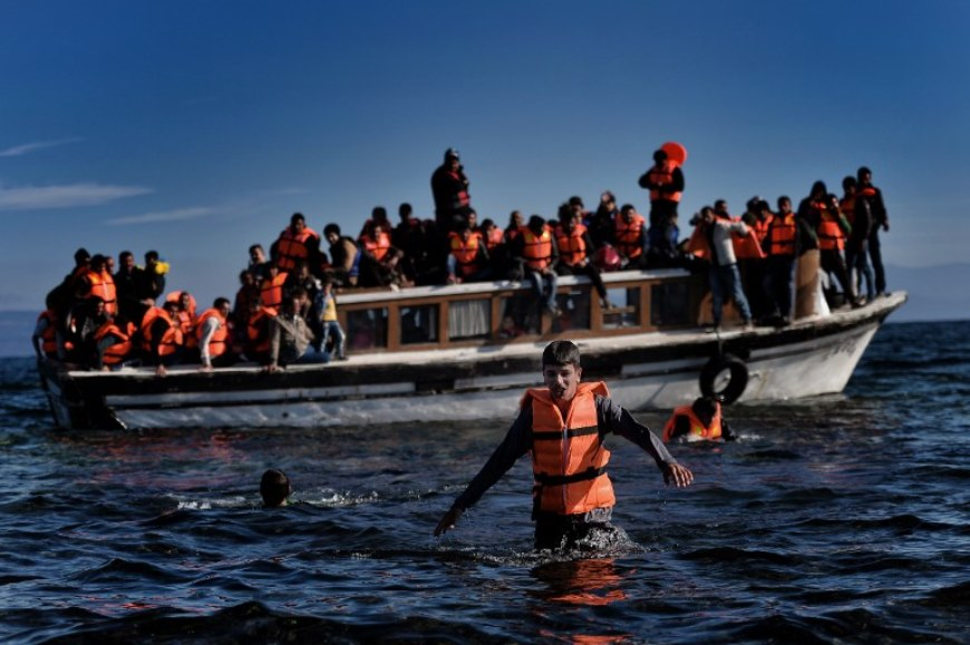 Refugees and migrants arrive on the Greek island of Lesbos  after crossing the Aegean sea from Turkey on October 26, 2015. An unprecedented 670,000 people mainly fleeing conflict in Syria, Iraq and Afghanistan have flooded into Europe so far this year, in the biggest movement of its kind since World War II. AFP PHOTO / ARIS MESSINIS