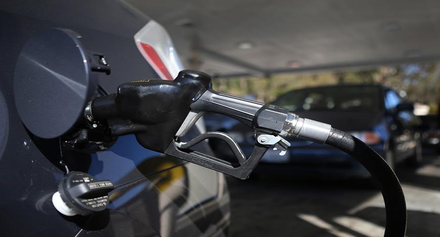 Αποτέλεσμα εικόνας για βαλαν βενζινη κ εφυγαν